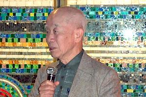 ご挨拶をされる「ゆうごう会関西代表」の京都工繊大名誉教授 奥 彬先生