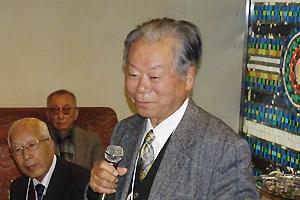 乾杯の音頭をとられる本会名誉会員・阪市大名誉教授 薗頭健吉先生