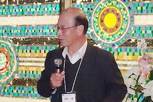 ご挨拶をされる「ゆうごう会関西・新代表」の阪府大名誉教授 水野一彦先生