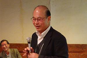 ご挨拶をされる「ゆうごう会関西代表」の阪府大名誉教授 水野一彦先生